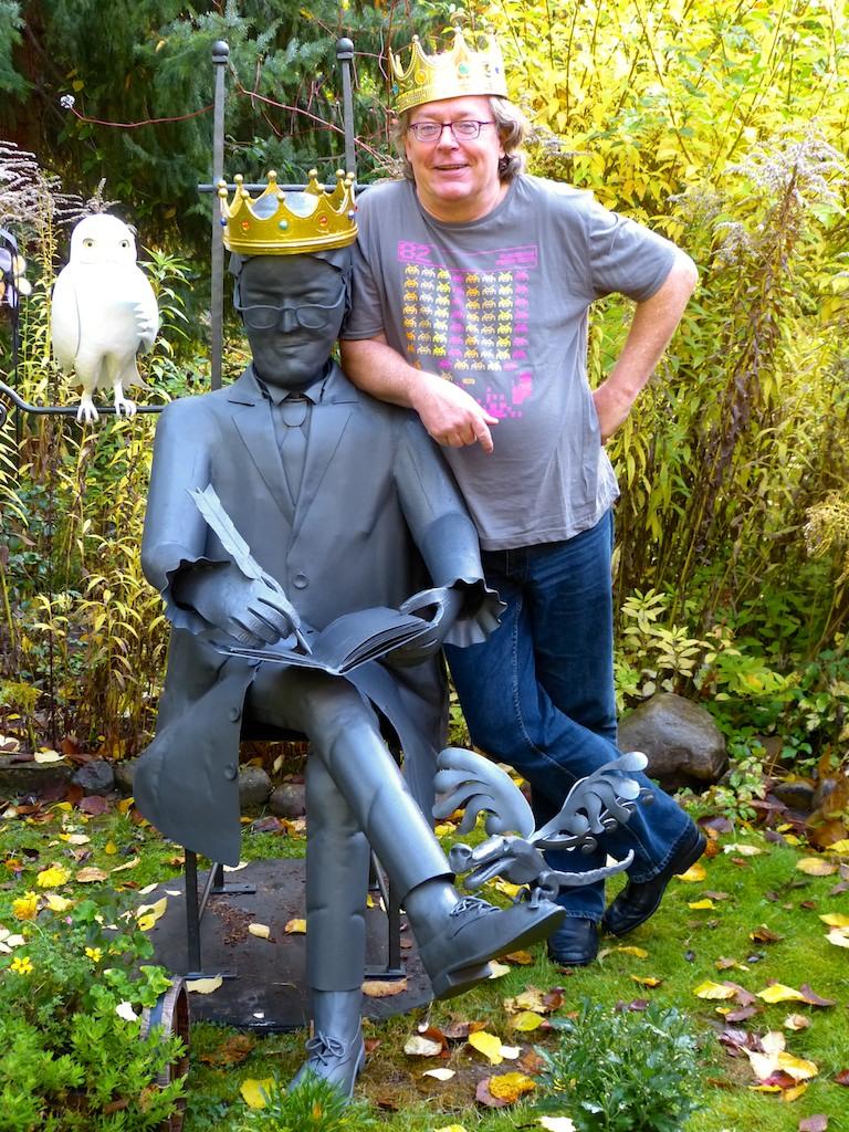 Ruprecht Frieling vor Prinz-Rupi-Skulptur von Knut van der Vinzburg