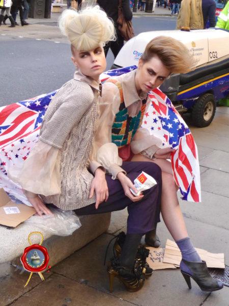 Models betteln auf Oxford Street 1